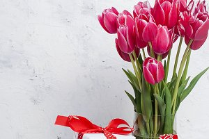 Bouquet pink tulips in vase