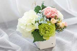 Colorful decoration artificial flower in enamel vase