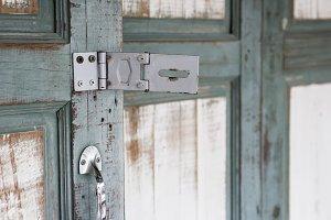 Metal hinge door for key lock