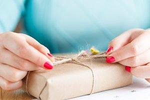 Women binds classic bow