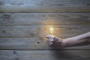 hand holding a light bulb