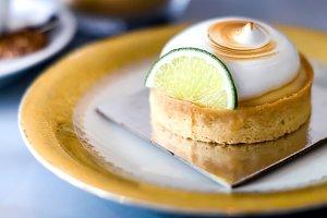 Cute meringue cake.