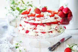 Meringue strawberry cake