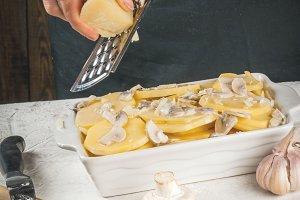 Cooking potato gratin