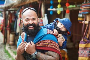 Man with kid in Peru