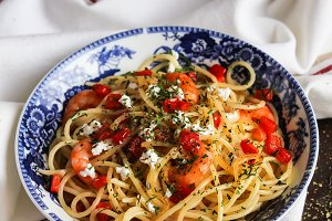Cooked spaghetti with shrimps