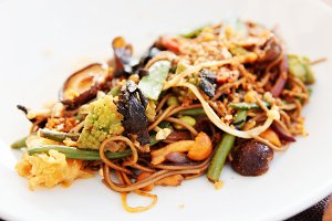 Buckwheat noodles with vegetables