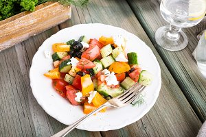 Salad with soft goat cheese
