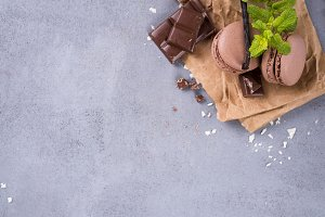 Chocolate macaroons with mint