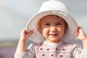 Kid girl with hat
