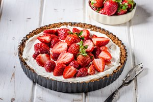Cheesecake with strawberries