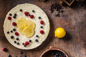 Lemon cheesecake with berries