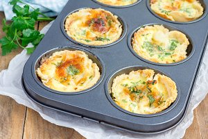 Mini quiche with bacon, using bread toast instead of dough
