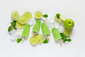Healthy lime mint popsicles with fresh lime slices And ice cubes