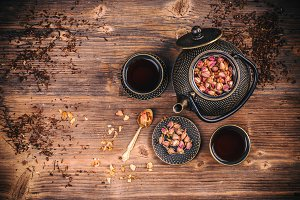 Tea pot and tea cups