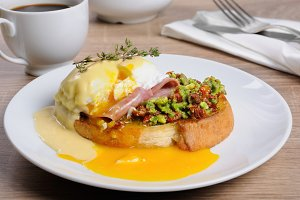 Toast with   egg Benedict