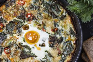 Frittata with potatoes, nettles and pepper