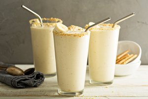 Banana and cookies milkshake