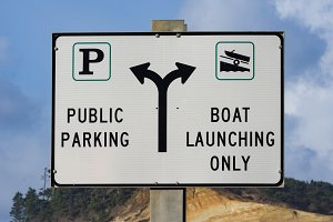 Sign for public parking and launch