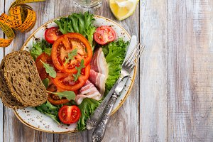 Healthy summer salad with ham and tomato