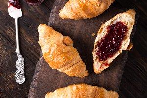 Fresh mini croissants