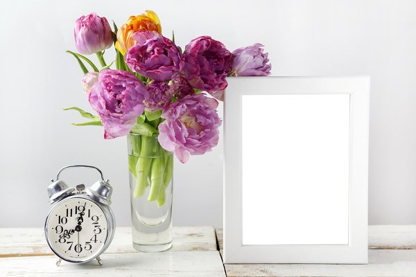 Fresh tulip flowers bouquet and bla…