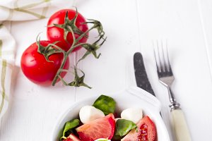 traditional caprese salad