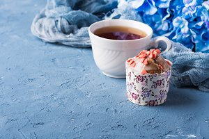 Cup cake and tea