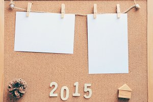 Note paper hanging on corkboard