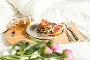 Breakfast in bed, Oatmeal pancakes