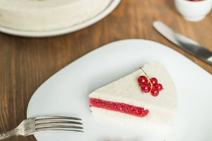mousse Vanilla cake with red currant