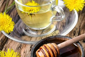 Tea with honey dandelion