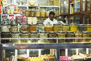 Shop in India: spices and sweets