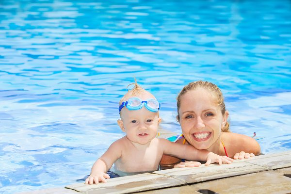 Swimming class with mother