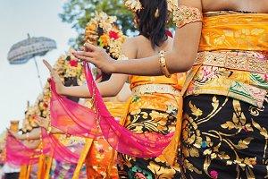 Dancing Balinese women
