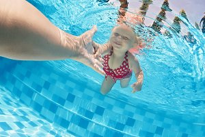Swimming lesson with child