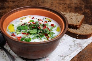 Yoghurt soup with mint