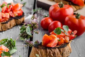 Bruschetta with tomatoes, garlic and herbs