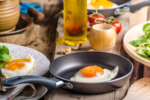 Fried eggs with salad and nuts