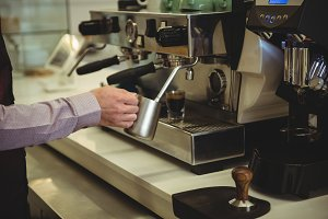 Man preparing coffee in the coffee shop