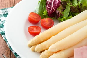 White asparagus with salad