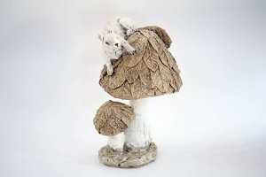 Figurine of mushroom with squirrel