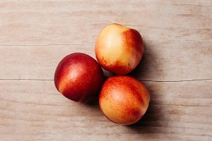 juice nectarines on wood table