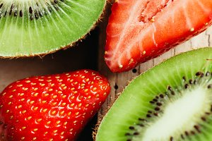 kiwi and strawberry cut macro