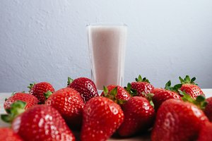 strawberry smoothie milkshake