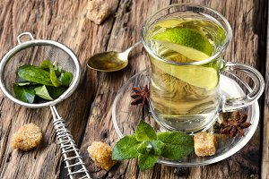 Green tea with lime, mint