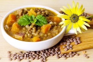 Lentils with carrot and bacon