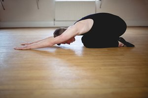 Ballerino performing stretching exercise