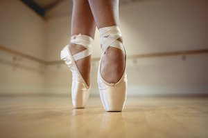 Ballerinas feet performing tiptoe