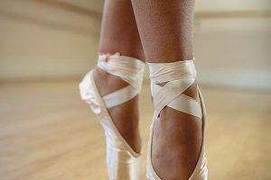 Ballerinas feet performing tiptoe